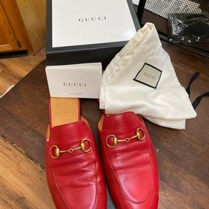 Gucci Malaga Kid in Hibiscus Red